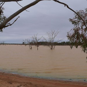 Lake Pinaroo with plenty of water.